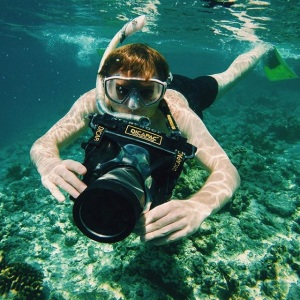 Snorkeling and underwater photo using DiCAPac Waterproof Case for DSLR